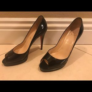 Christian louboutin patent peep toe heels